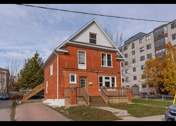 4 Bedroom Student Apartment on Ezra Avenue Available NOW!: Photo