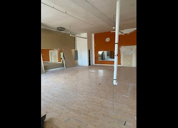 A Convenient Location in the City - Vacant Business Unit!: Photo