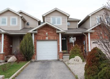 Amazing townhome minutes from University of Guelph: Photo
