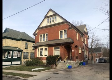 Spacious Bachelor Close to Downtown Kitchener!: Photo